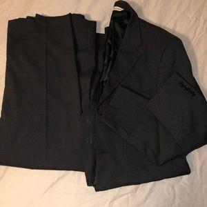 Black tailored suite!!